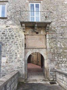 Castello Carafa esterno 3
