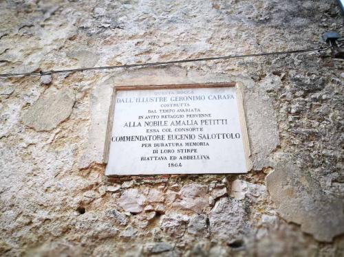 Castello Carafa cortile 3